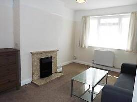 Two Bed Apartment - Great SW20 Location!