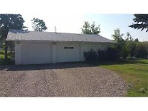 Beautiful acreage for rent in De winton avaialable July 1