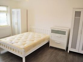 Looking for a room? Call me now and move in tomorrow! Amazing double room on Liverpool Street