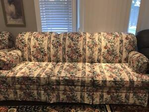 3 seats couch for sale!!