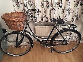 Vintage ladies bike basket comfy seat dutch style