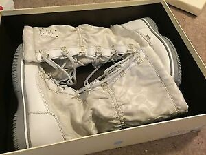 Brand new, Coach white 'Starling' Signature snowboots. Size 5.5.