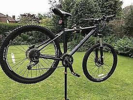 Pinnacle Jarrah Five Men's mountain bike. Not carrera, trek or giant