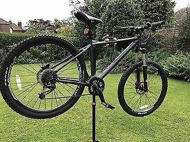 Pinnacle Jarrah Five Men's mountain bike. Not carrera, trek or giant