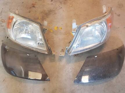 Toyota Hilux SR5 05 - 11 headlights and protectors