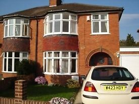 First Class Executive House Share, Large Double Room At Delmare Rd. RG6 1AP