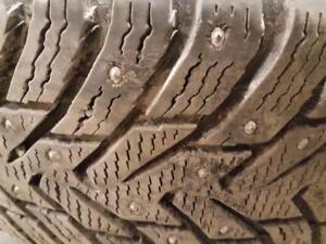 4 pneus d'hiver à clous, Nokian, Hakkapelitta 8 SUV, 235/60/17, mesure 9-10/32.