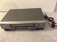 HITACHI FX950E VHS Video Player & Recorder
