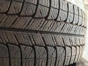 4 pneus d hiver 205/55r16 Michelin comme neufs