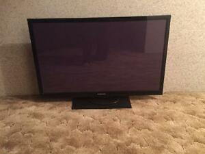 43 inch Samsung flat screen tv under 2 years old!!!