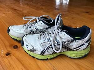ASICS Gel cricket boys shoes size US 5
