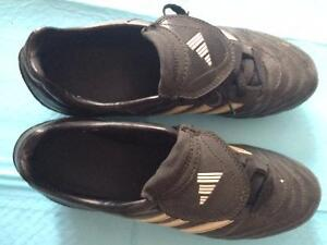 Women's Adidas Traxion Soccer Cleats size 8.5