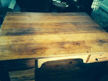 EX NSW RAILWAYS ENGINEERS DESK (KAURI)