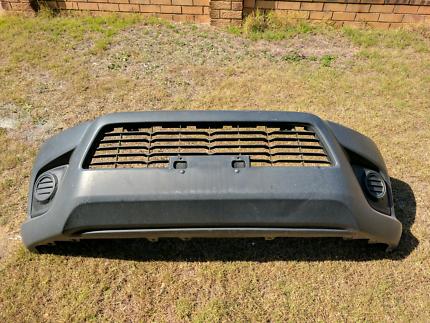 2015 - 2017 Toyota Hilux front bumper moulding