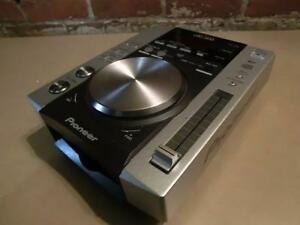 4 tables disponibles: Pioneer CDJ-200 pour DJ (i014003, i014004)