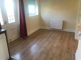 Bedrooms Cholton in shared friendly house, near transport shops, all amenaties