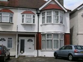 Ground floor studio flat easy reach of Golders Green Northern Line tube station and local amenities