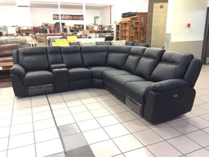 GENUINE LEATHER CORNER LOUNGE W/2 ELECTRIC RECLINERS (BLACK)