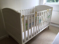 White Cot + matress + mattress cover - Excellent Conditions