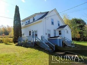 COUNTRY HOME CLOSE TO SCHOOLS - APRIL 1ST