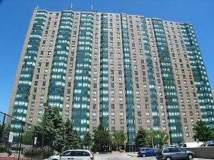 Spectacular Two Bedroom Condo In Luxurious Tridel Building