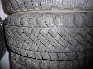 4 pneus d'hiver 195/65/15 Pacemark Snowtrakker, 20% d'usure, mesure 10-10-9-9/32.