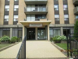 Amazing 1 Bdm., Amazing Amenities!! Steps to The Commons!!