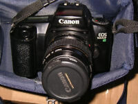 CAMERA canon EOS 1000F 35-80mm IN CASE GOOD AS NEW