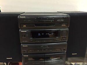 Radio CD PANASONIC, fonctionne tres bien pour seulement 50 $