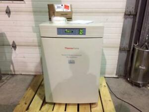 Incubateur de laboratoire Thermo Forma au Co2 model 3110 - Thermo Forma model 3110, CO2 laboratory incubator