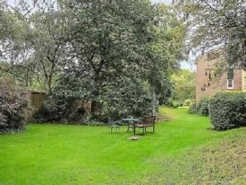 1 bedroom first floor flat to let in Teddington £995pcm Available NOW Unfurnished