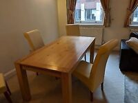 Oak Dining table with extendable for 6 people. Delivery possible
