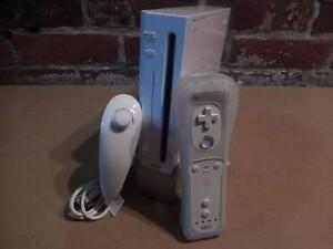 Console Nintendo Wii Blanche avec socle de support / Model RVL-001 (i017181)