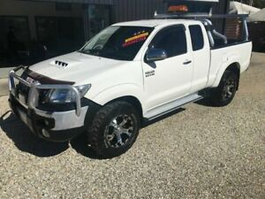 2013 Toyota Hilux SR5 T/diesel White 5 Speed Manual Extracab Arundel Gold Coast City Preview