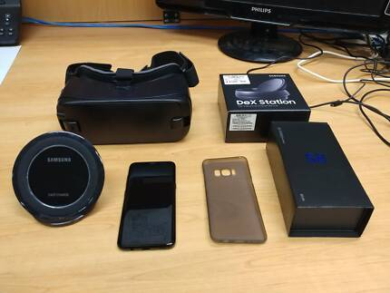 Black Australian Samsung S8 - LOTs of accessories (4 months old)