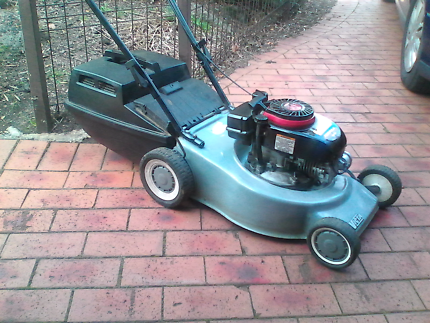 Victa 4 stroke mower with catcher and warranty