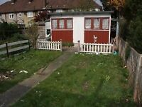 2 bedroom house in Becontree with garden and parking / 07902410267
