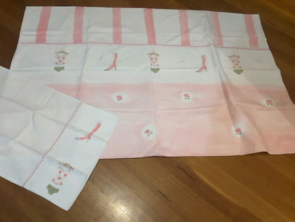Pretty girls  single bed quilt cover and matching pillowcase