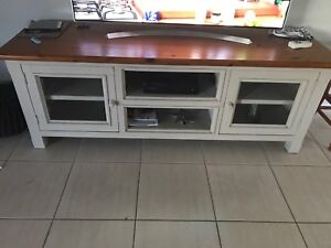 Dinning suite with television entertainment unit Morisset Lake Macquarie Area Preview
