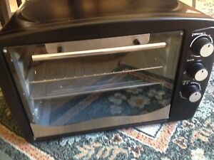 Portable oven like new used once Labrador Gold Coast City Preview