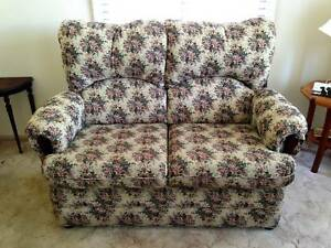 DOWNSIZING MUST GO 2 SEATER LOUNGE & 2 RECLINERS Kilaben Bay Lake Macquarie Area Preview