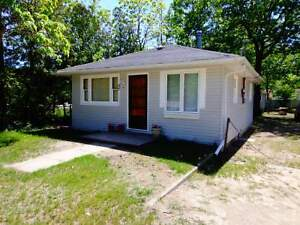 Wasaga Beach Cottages- 100 metres to Beach