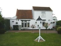 3/4 Bedroom Detached House No Near Neighbours, Overlooking Farmland Semi Rural Near Beach and Shops