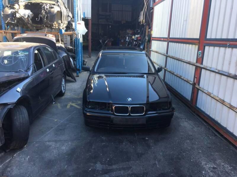 BMW 3-Series Sedan E36 318i AUTOMATIC NOW WRECKING ENTIRE CAR!
