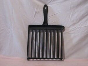 Vintage Cast Iron Cookware - Griddle with grease drain Peterborough Peterborough Area image 2