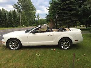 2007 Ford Mustang V6 convertible (décapotable)