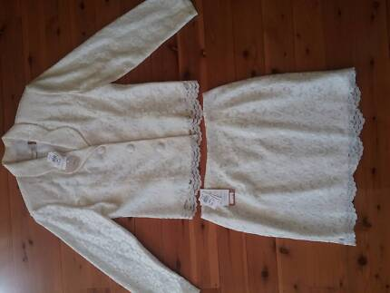 ROCKMAN'S Cream lace suit. Size 14 (as new). Never worn.
