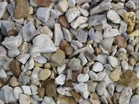 Buff Flint garden and driveway chips/stones