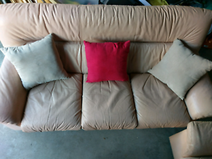 Free deliver good condition leather sofa Eastgardens Botany Bay Area Preview