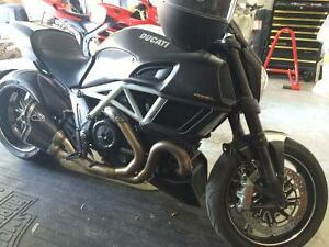 2015 Ducati Diavel Carbon with extras!